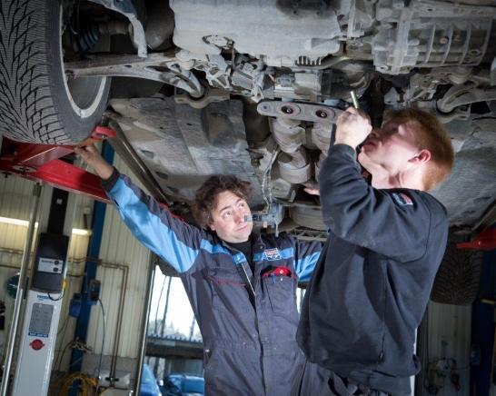 Kontrollbesiktning på bilverkstäder ger lyft för både miljö och bilägare